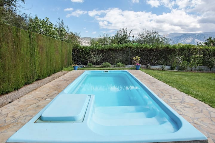Rustieke, gerestaureerde cortijo met gedeeld zwembad in de Valle de Lecrín
