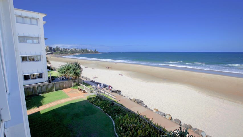 Large Family Beachfront Apartment - Caloundra - Appartement