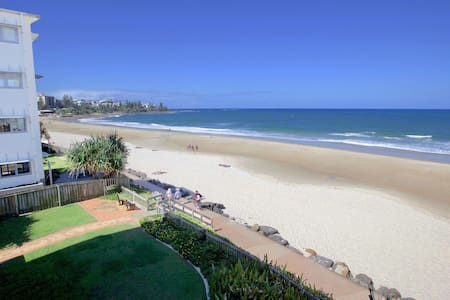 Large Family Beachfront Apartment - Caloundra - Daire