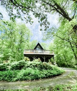 App A-Frame, NEW spa, 2 acres, 20 min to Boone