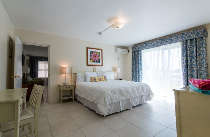 Clairfont Guest Apartments (Apt 3) Near Beaches