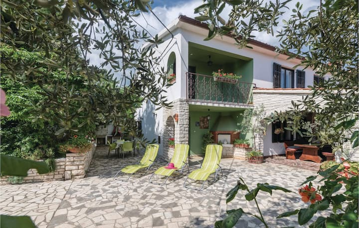 Stunning home in Manjadvorci with WiFi and 3 Bedrooms