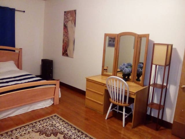 375 Backbay, beautiful, Large room with Fireplace!