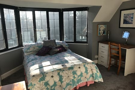 Gorgeous  room in quirky house Rickmansworth