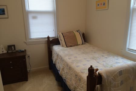 Private, renovated room & parking - Haddon Township