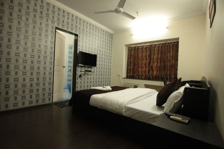 Single room in a 3BHK Powai home