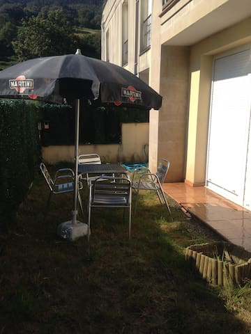 Apartamento con jardín a 10 min de Cabárceno
