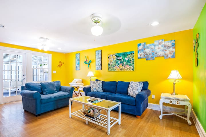 Colorful, dog-friendly cottage w/ private pool & all the comforts of home