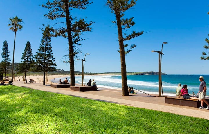 Large, Modern, FULL unit Dee Why Beach dec-jan