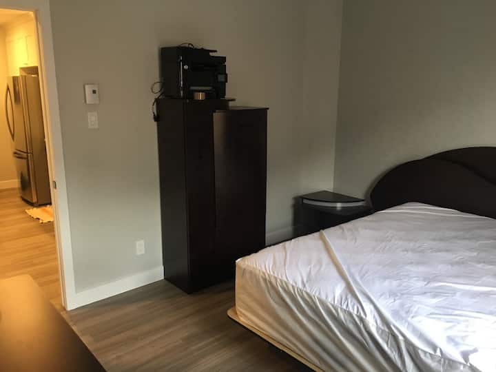 1 Private bedroom in a beautiful 2 bedroom apt.