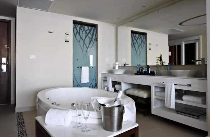 Fascinating Suite Luxury Ocean View At Riviera Maya Norte