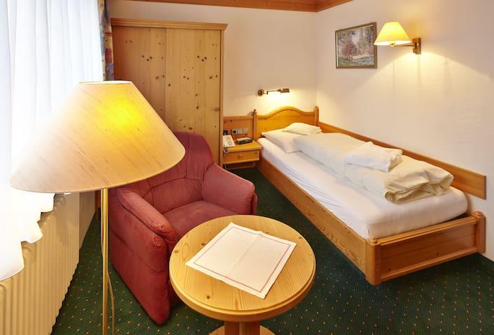 Hotel Ochsen, (Lenzkirch-Saig), Einzelzimmer mit Dusche/WC