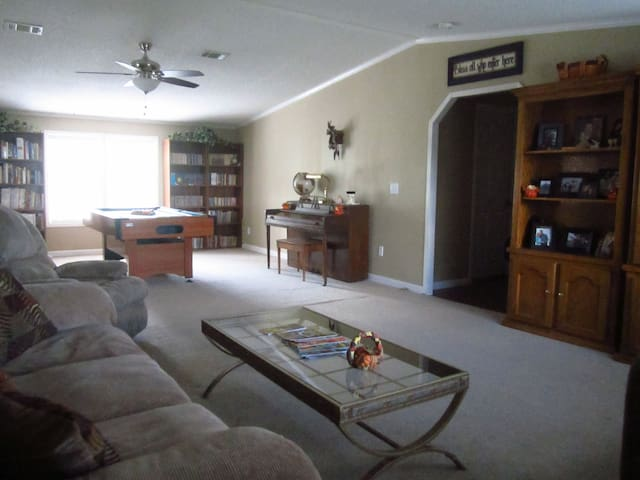 BEST VALUE; Rave reviews! No clean fee; 2 bedrooms