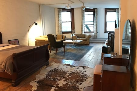 Vintage with a Touch of Modern in New York - New York - Loft