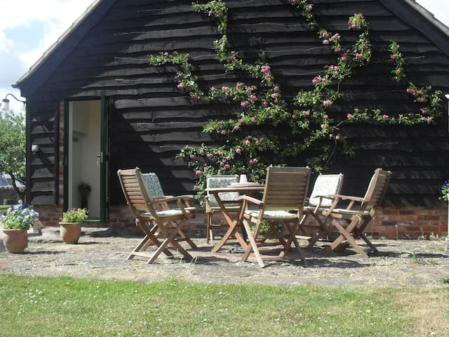 Priors Oak - Unique B & B with Private Studio