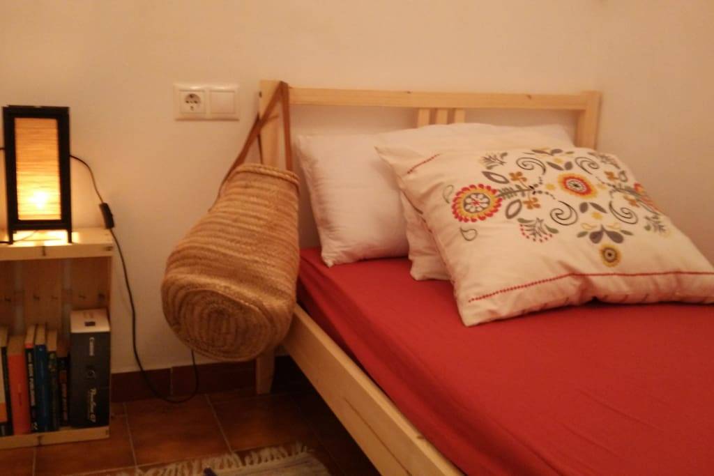 Nordic duvet and organic wood boxes to store your stuff.