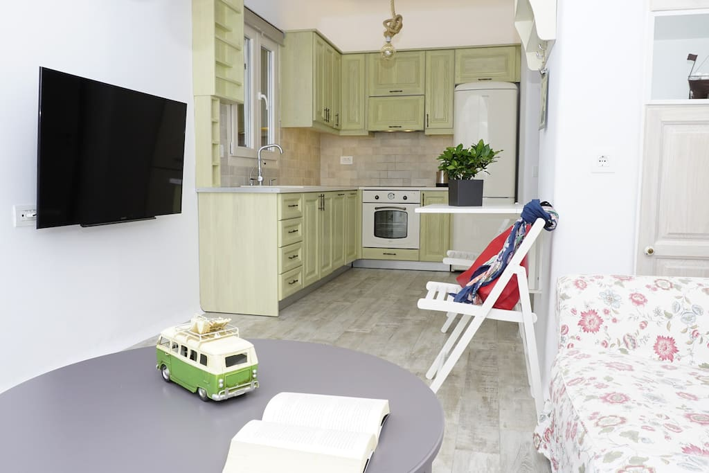 Living & Kitchen area