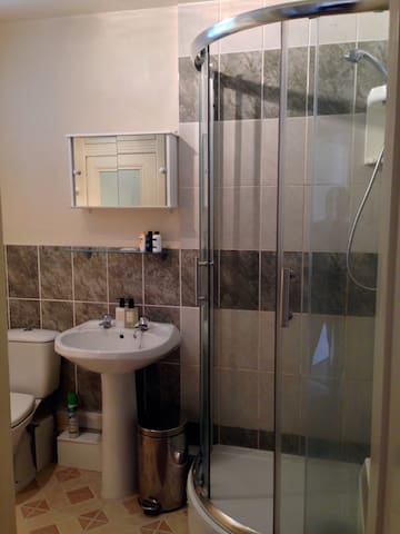 Bathroom with electric shower and shampoo provided
