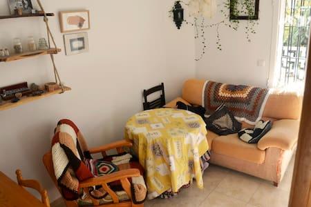 Piso con preciosa terraza exterior - Cuenca - Appartement