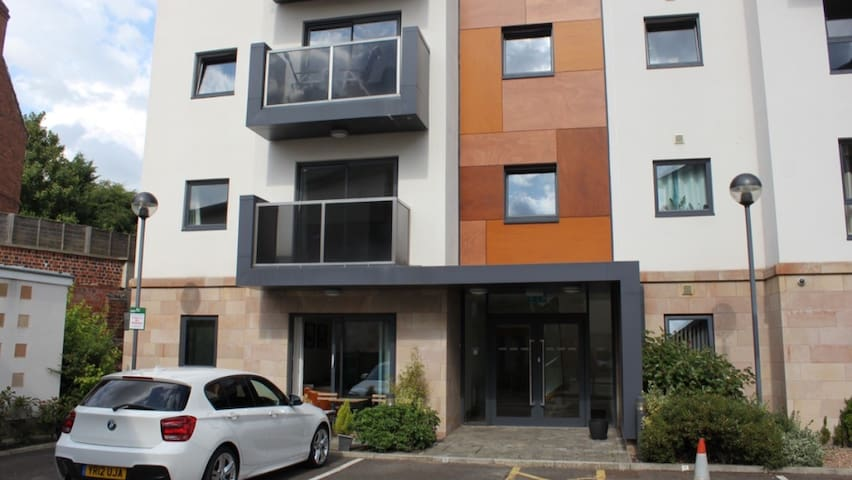 Stylish 1 Bedroom Apartment - Chesterfield  - Apartamento