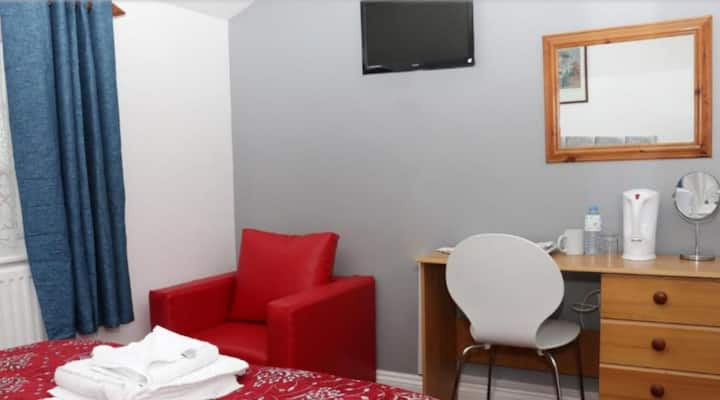 ATZ&H INN - DOUBLE ROOM WITH SHARED BATHROOM