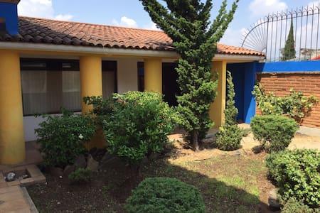 Cuarto amplio (Habitación-Baño) - Morelia - House