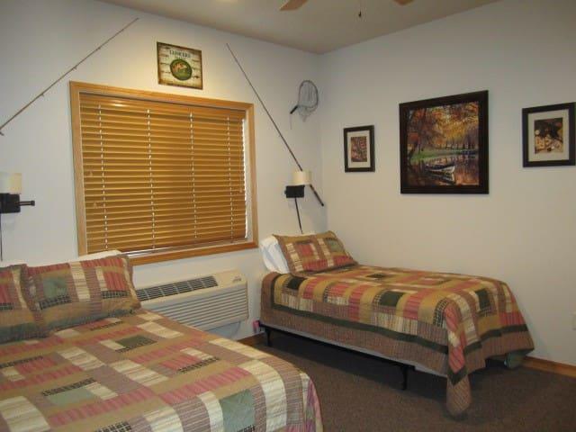 Montana's Wolf Creek Lodge - Room #2