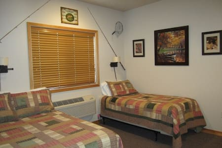 Montana's Wolf Creek Lodge - Room #2