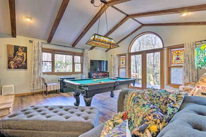 Private Blue Ridge Retreat: Hot Tub & Pool Table!