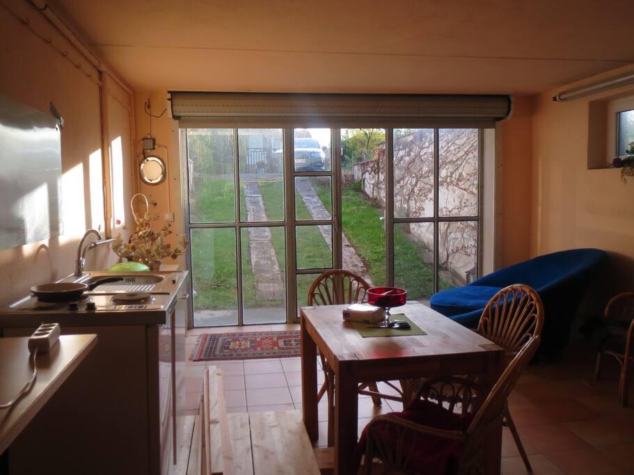 Kleine Küche im Aufenthaltsraum