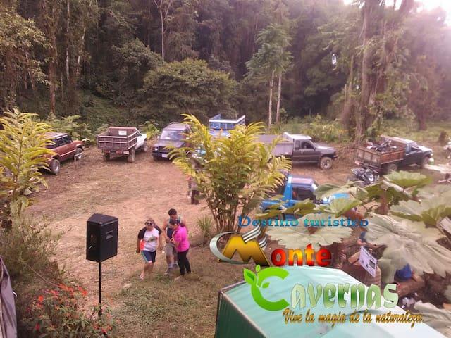 Destino Turístico Monte Cavernas CR - San Isidro de El General - Mökki