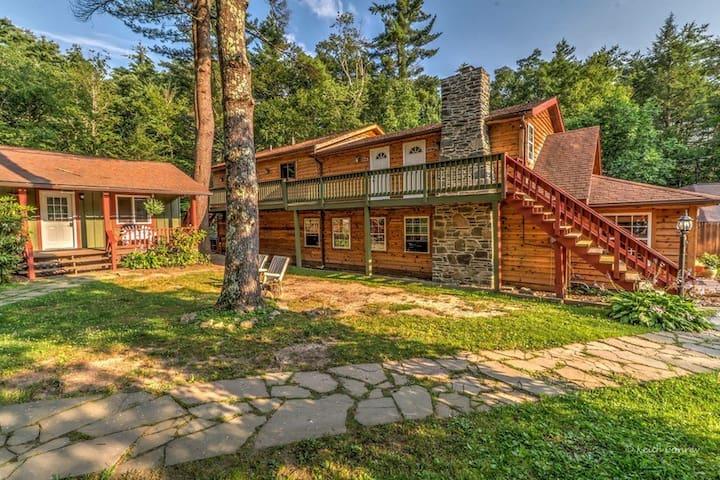 Evergreen Suite/ Magnolia Streamside Resort