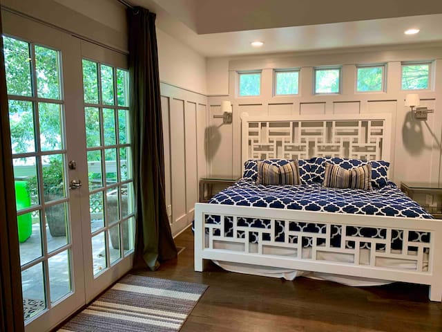 Master bedroom/king bed. Private balcony.