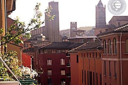 Stanza matrimoniale nel centro storico - Bologna - Wohnung