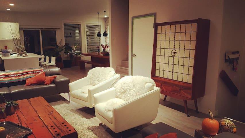 Modern cabin feel home
