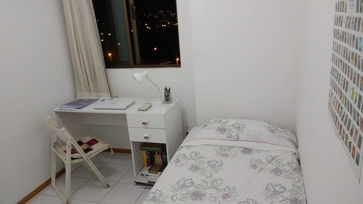 Cozy room in Boa Viagem 500m from the beach.