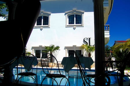 Luxury Residence with Jacuzzi in Villa 5 st. - Daire