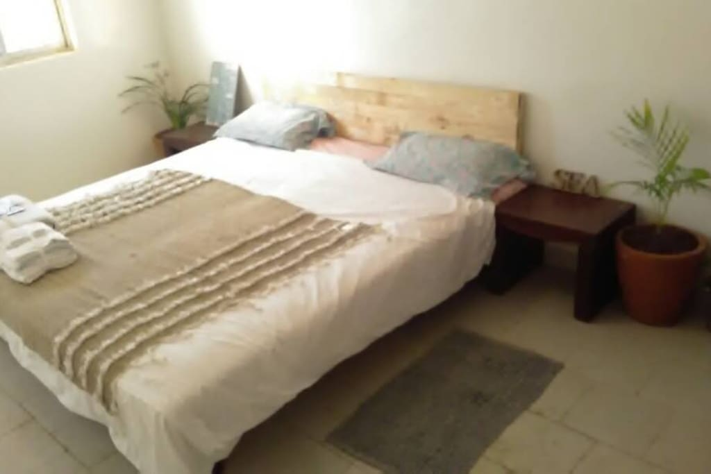 This room is a studio for two people with private bathroom and kitchen, and there are two more rooms available with single beds, and ensuite bathrooms.