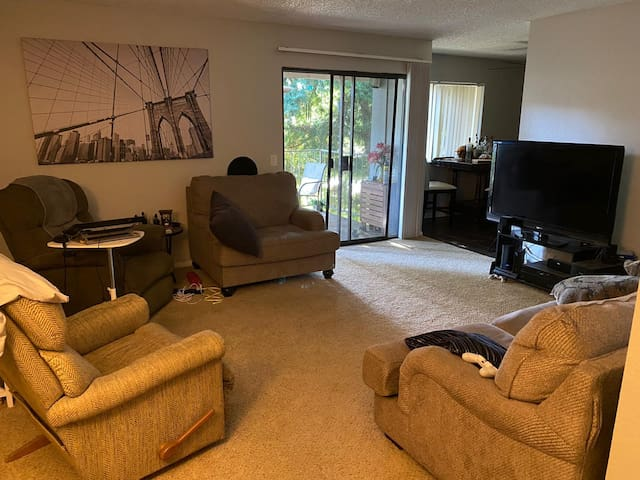Room for rent near UC Riverside