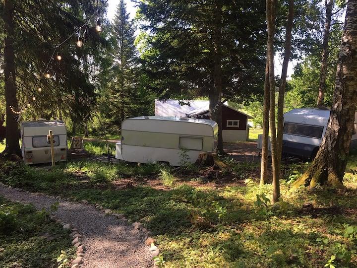 Upplev camping från 70-talet i Skogsvilan 2