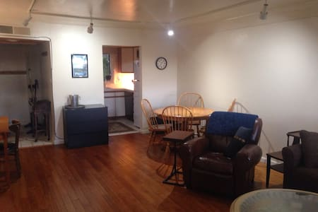 Spacious, Views, NW Reno, 1 King bed + pullout - 里诺 - 公寓