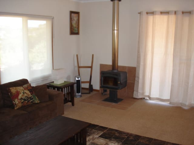 Lime Tree Cottage at The Limes Farmstay. - West Toodyay - บ้าน