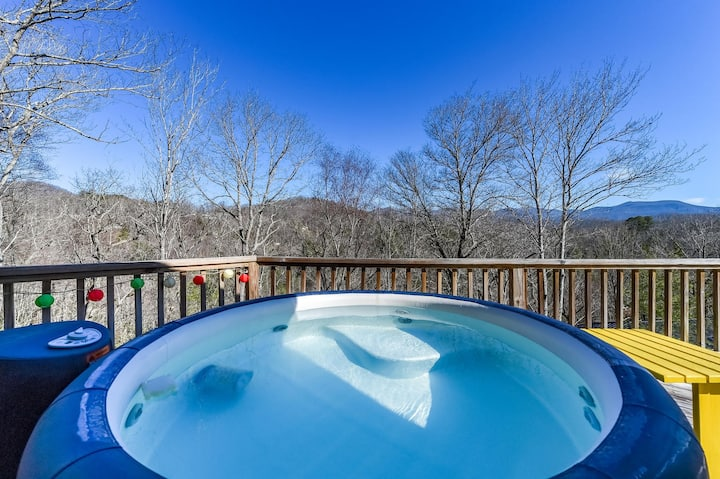 The River House 14 min to DT Sleeps 10 Hot Tub