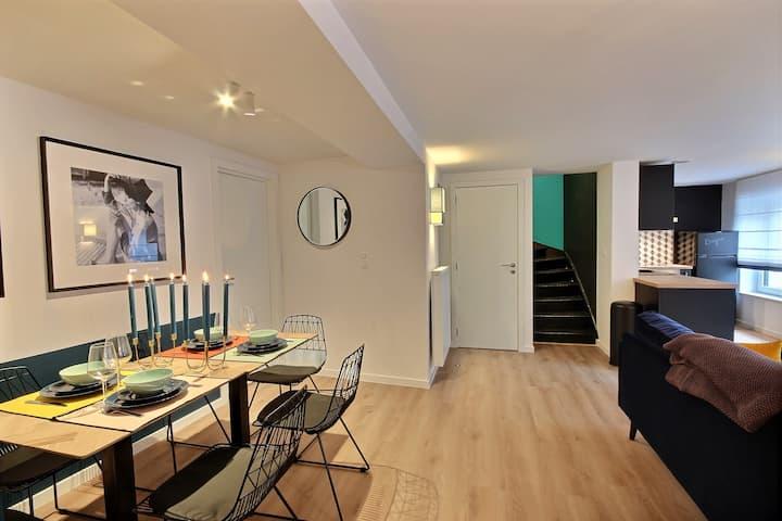 Beautiful designer duplex in the center I LeKAT105