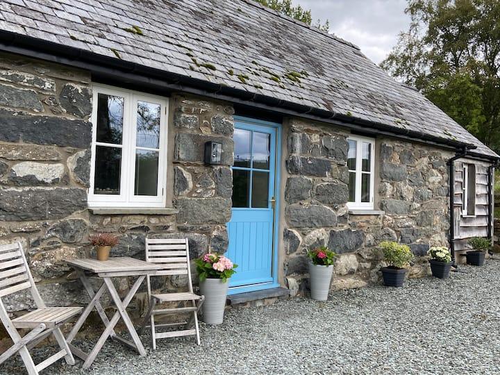 Romantic stone cottage in the Snowdonia Park, Bala
