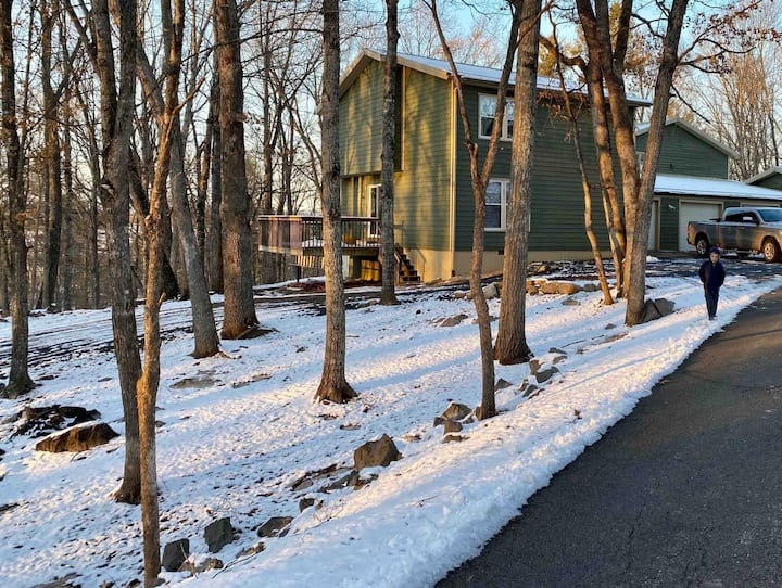 Lewisburg WV Wooded Retreat (Private Townhouse)