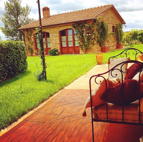 Affascinante cottage in Toscana - Montagnano - House