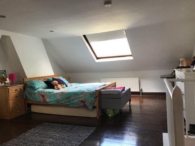 Lovely loft room in central yet quiet location