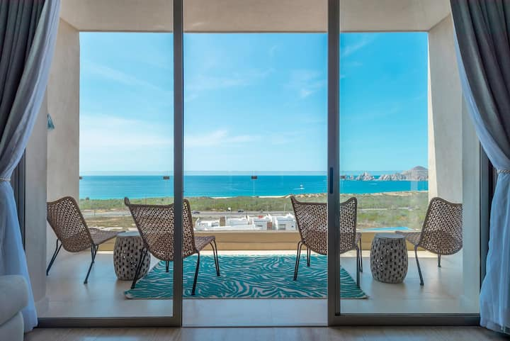 ⭐️  Luxury Penthouse + Private Rooftop Terrace  + Spectacular Ocean View  &  Amenities!