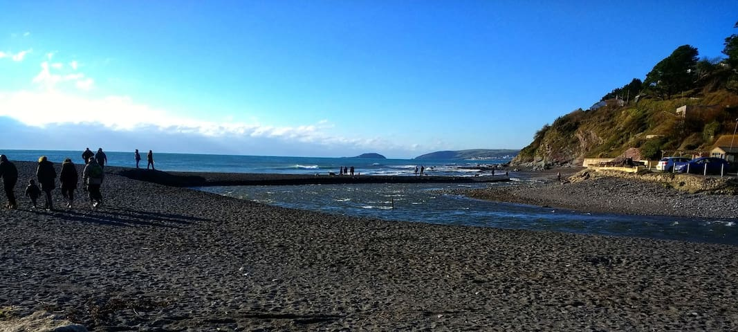 Chalet / bungalow in Seaton, Cornwall with parking